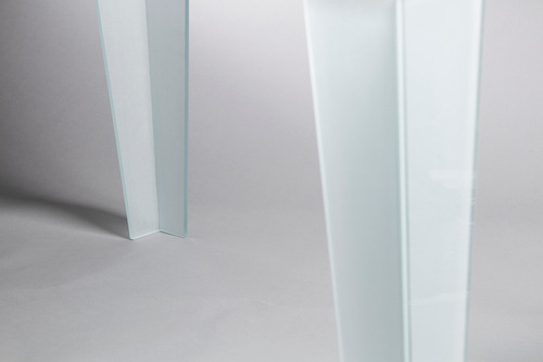 mesa moderna de reuniones de vidrio. 135 x 80cm.