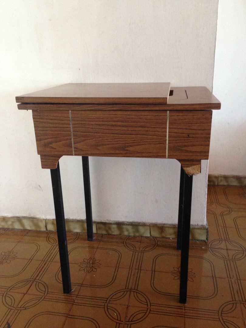 Mesa Mueble Para Maquina De Coser Familiar - Bs. 50.000,00