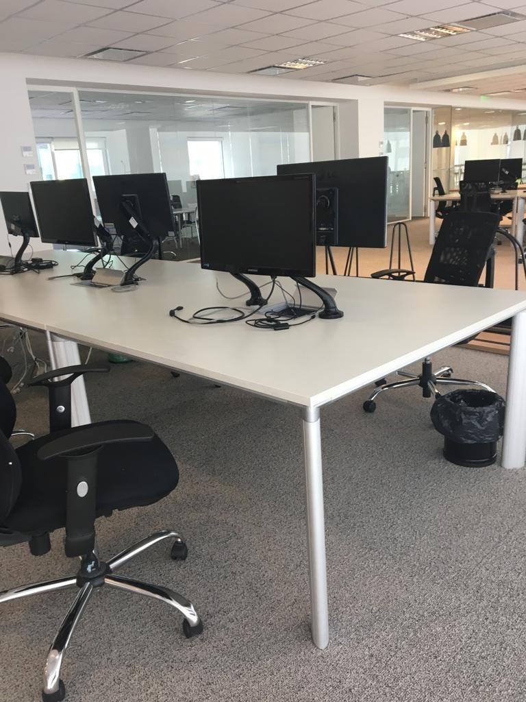 Mesa Oficina Con Conexión - Pack 8 Mesas - $ 70.000,00