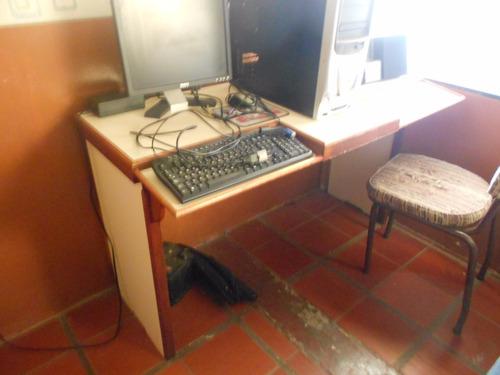 mesa para computadora de formica y madera de cedro