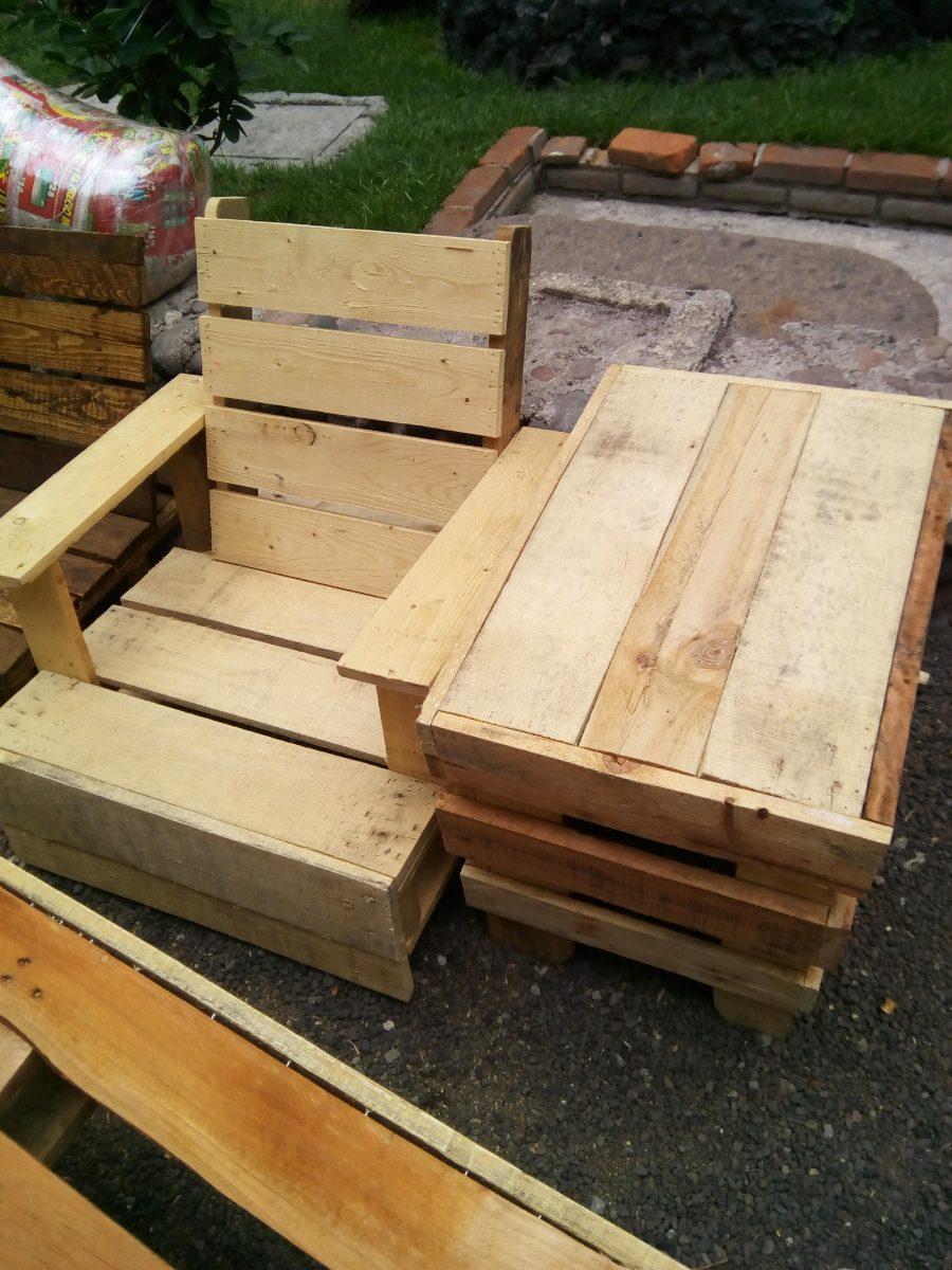 Mesa para jard n bandera inglesa de palets reciclado for Mesas de palets para jardin