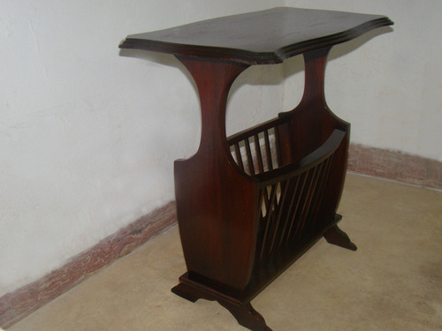 mesa para teléfono y revistera de madera antigua