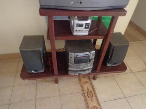 mesa para televisor equipo de sonido