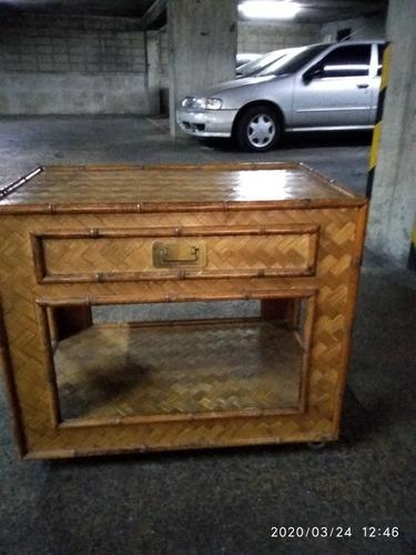 mesa para tv en madera artesanal y rattan c /gaveta