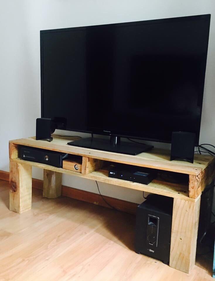 Mesa para tv plasma o pantalla reciclada en for Mesas plegables de pared