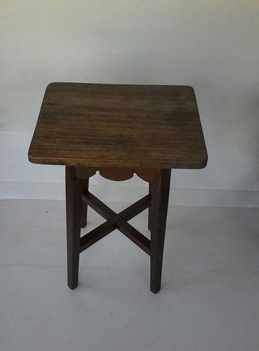 mesa pequena auxiliar em madeira maciça
