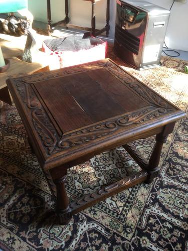 mesa pequeña tallada antigua