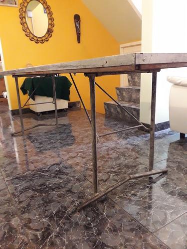 mesa plegable de madera mandada a hacer con mantel