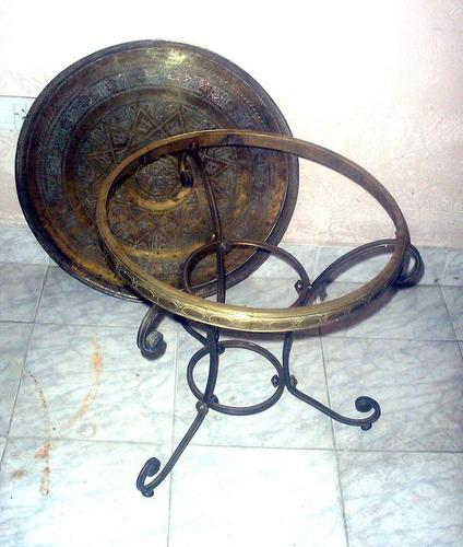mesa ratona de bronce antigua