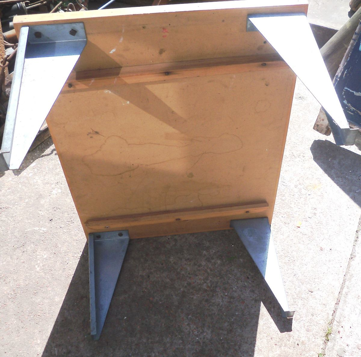 Mesa ratona de madera con patas de hierro 700 00 en for Patas de hierro para mesas