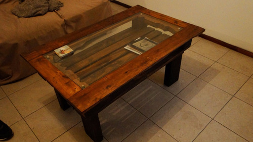 mesa ratona de madera con vidrio