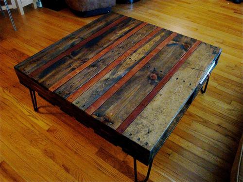 mesa ratona madera hierro rústica ruedas. escritorio comedor
