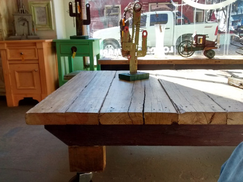 mesa ratona rustica de pinotea con ruedas