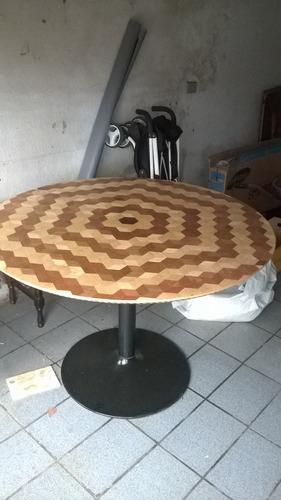 mesa redonda marchetada.