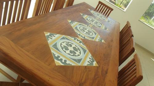 mesa retangular de demolição com ladrilho