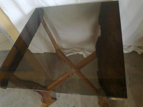 mesa rústica com tampo de vidro