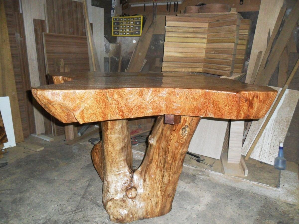 Mesa r stica de angelim pedra mapa r em for Mesas redondas de madera rusticas