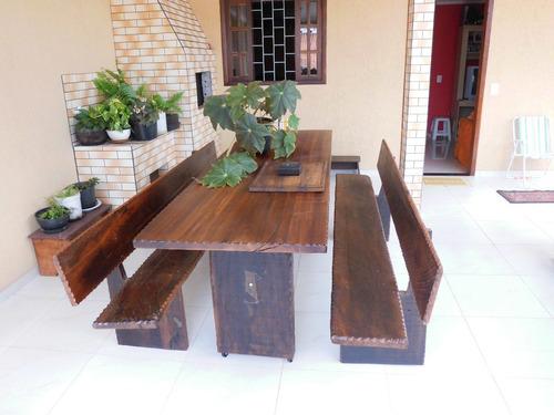 mesa rústica de  imbúia com bancos com emcosto