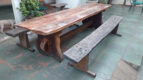 mesa rústica de madeira