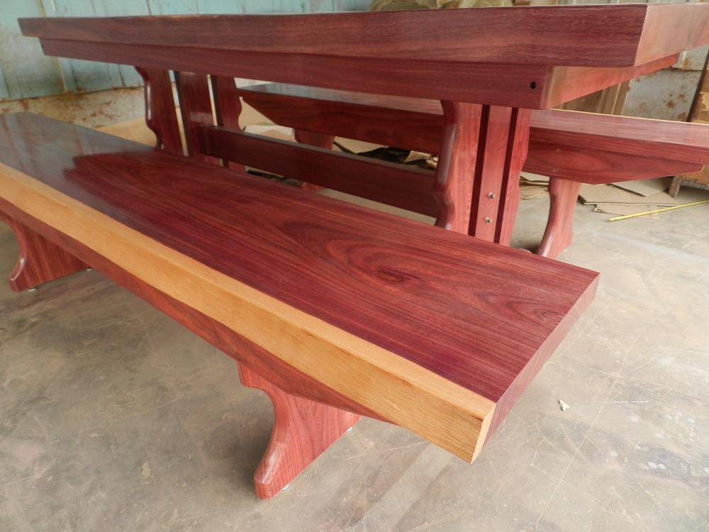 Mesa rustica madeira maci a de rox o 2 metros 2 bancos for Mesa 2 metros comensales