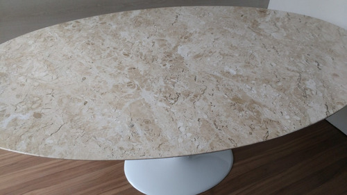 mesa saarinen 1,60 x 0.90 tampo em mármore travertino