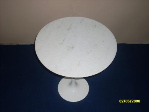 mesa saarinen lateral  tampo marmore branco esp. santo 51cm