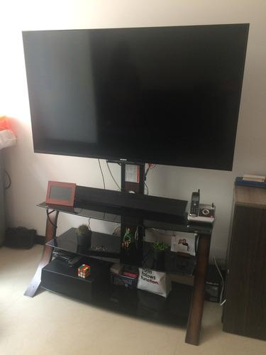 mesa soporte para tv tres niveles en vidrio oscuro y madera