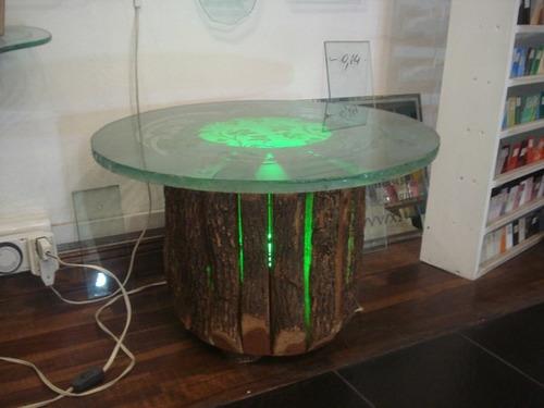 mesa tronco con luz verde y cristal de 20 mm tallado profund