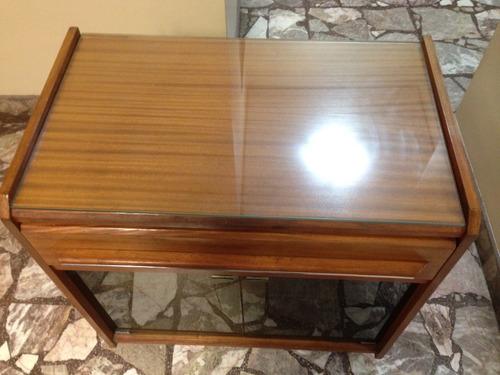mesa tv con puerta de vidrio fume muebleria perotti exte