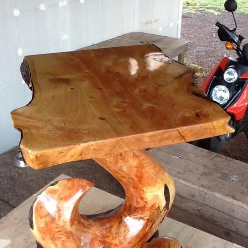 mesa única de ciprés con diseño rapa nui