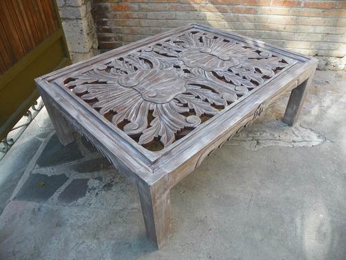 mesa vintage de centro tallada en madera c/decapado antiguo