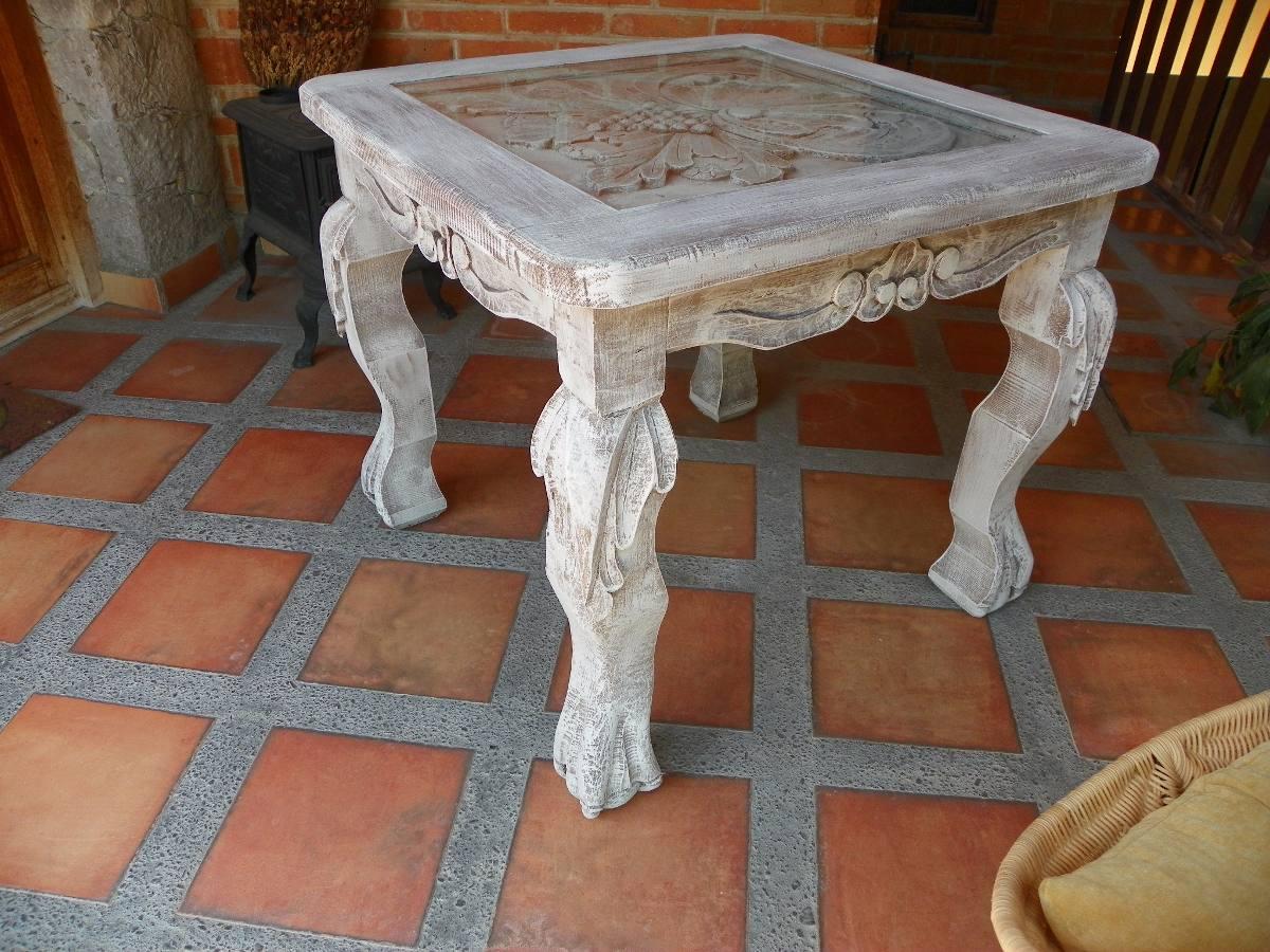 Mesa vintage tallada en madera y con decapado antiguo for Mesas para esquinas