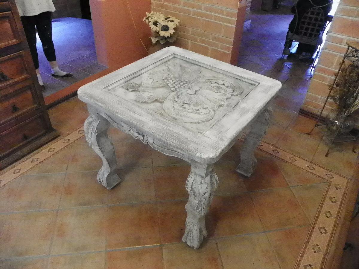 Mesa vintage tallada en madera y con decapado antiguo for Mesa vintage madera