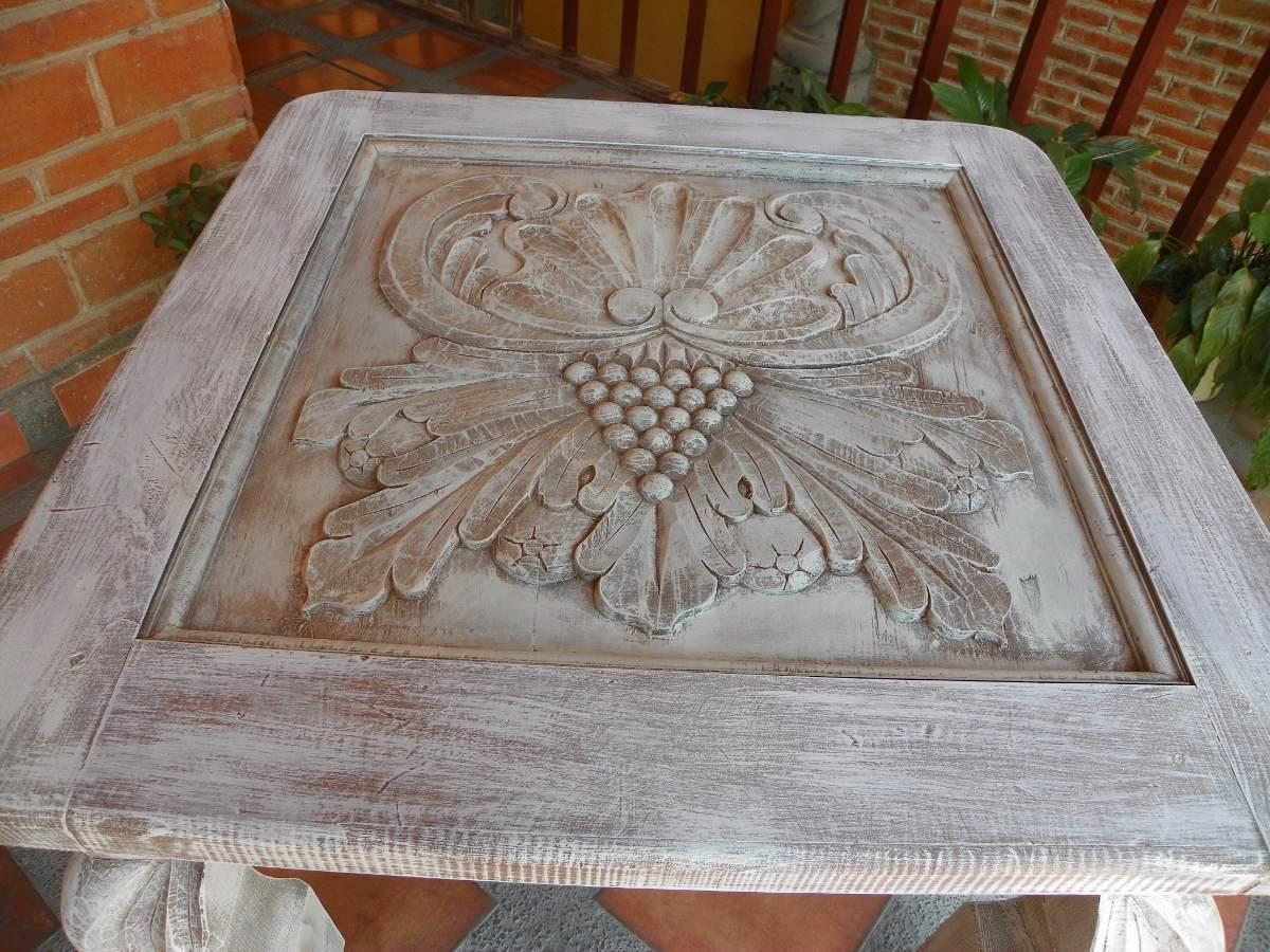 Mesa vintage tallada en madera y con decapado antiguo for Madera de pino tratada