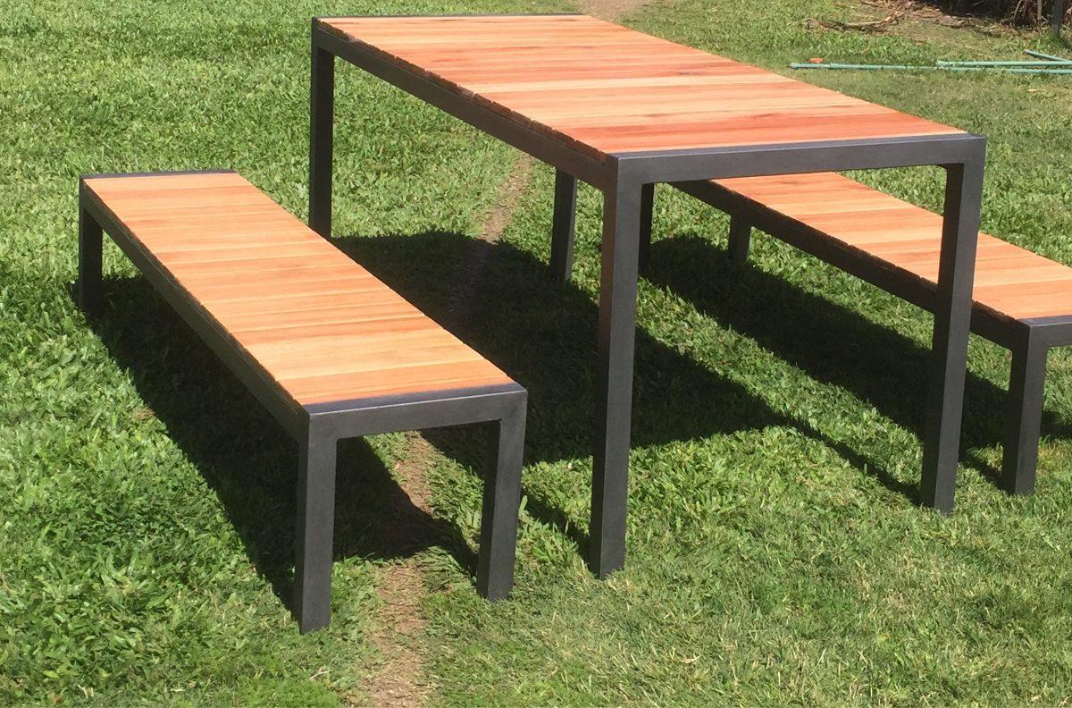 Mesa y bancos hierro madera exterior interior for Mesa y banco de jardin
