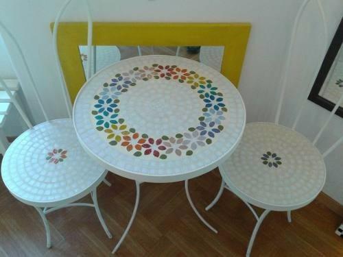 Mesa Y Dos Sillas En Venecitas Mosaiquismo - $ 6.000,00 en Mercado Libre