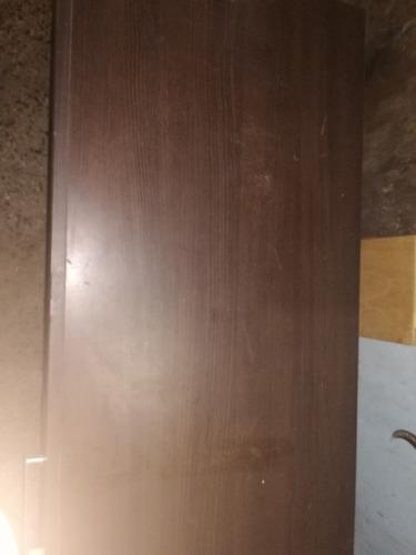 mesa y estantería de melamina