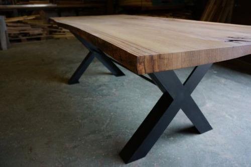 mesa y mesón rústico de madera nativa