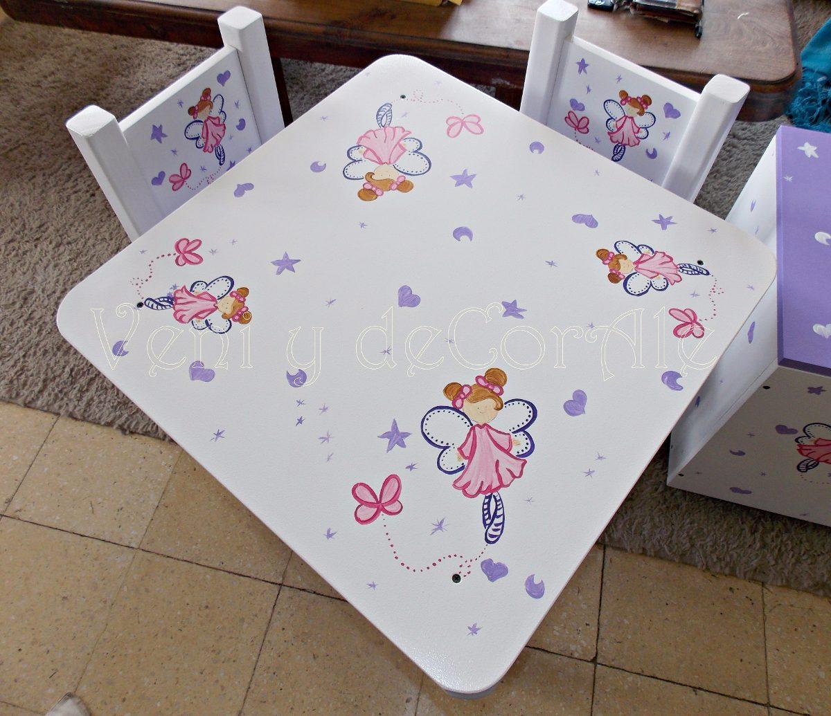 mesa y sillas infantiles baules cuadros decoracion