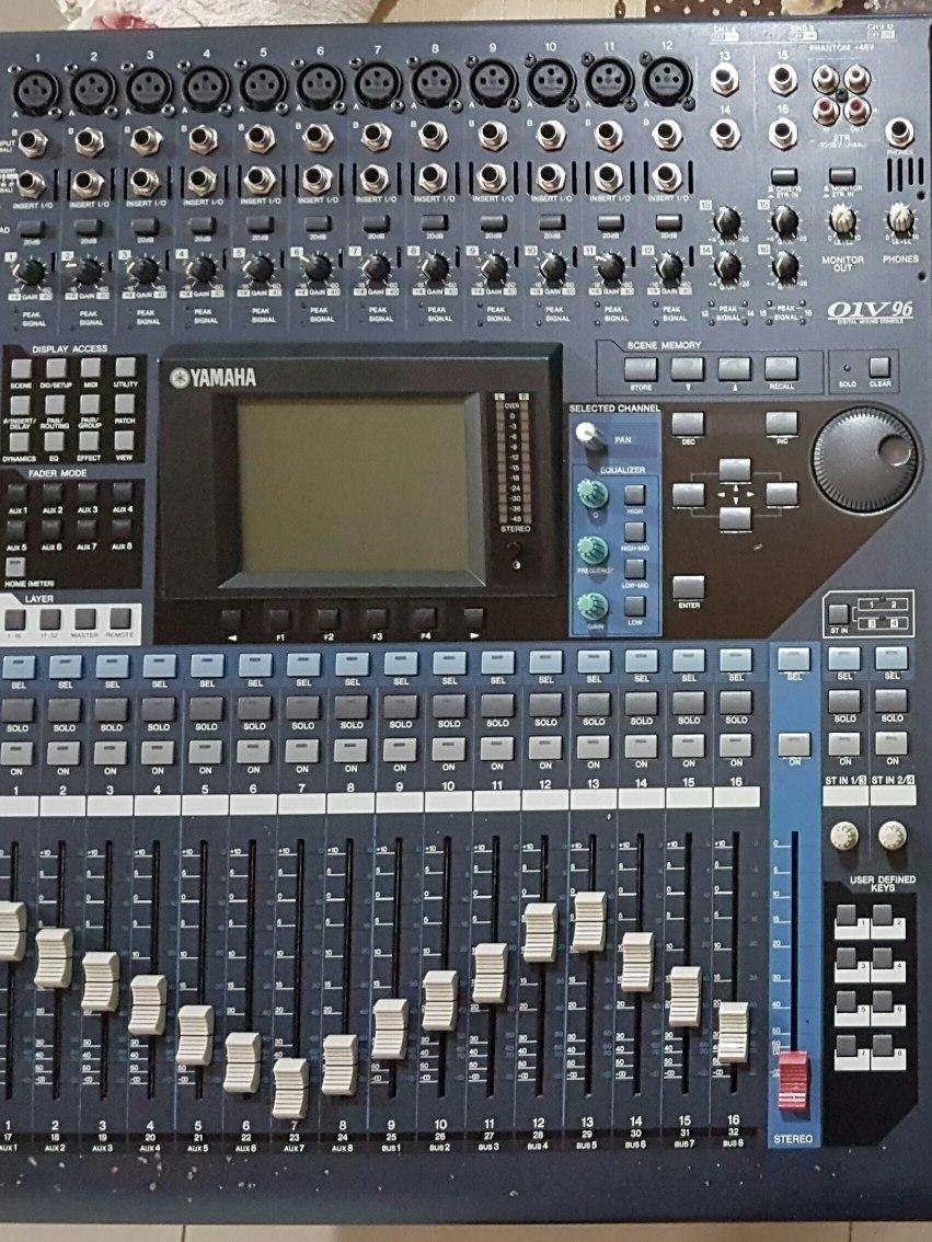 Mesa Yamaha 01v96 Vcm Muito Nova