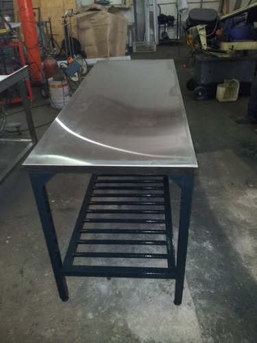 mesada de acero inoxidable de trabajo