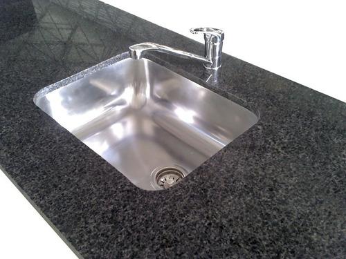 mesada granito natural negro brasil estandar 1,00x60 c/bacha