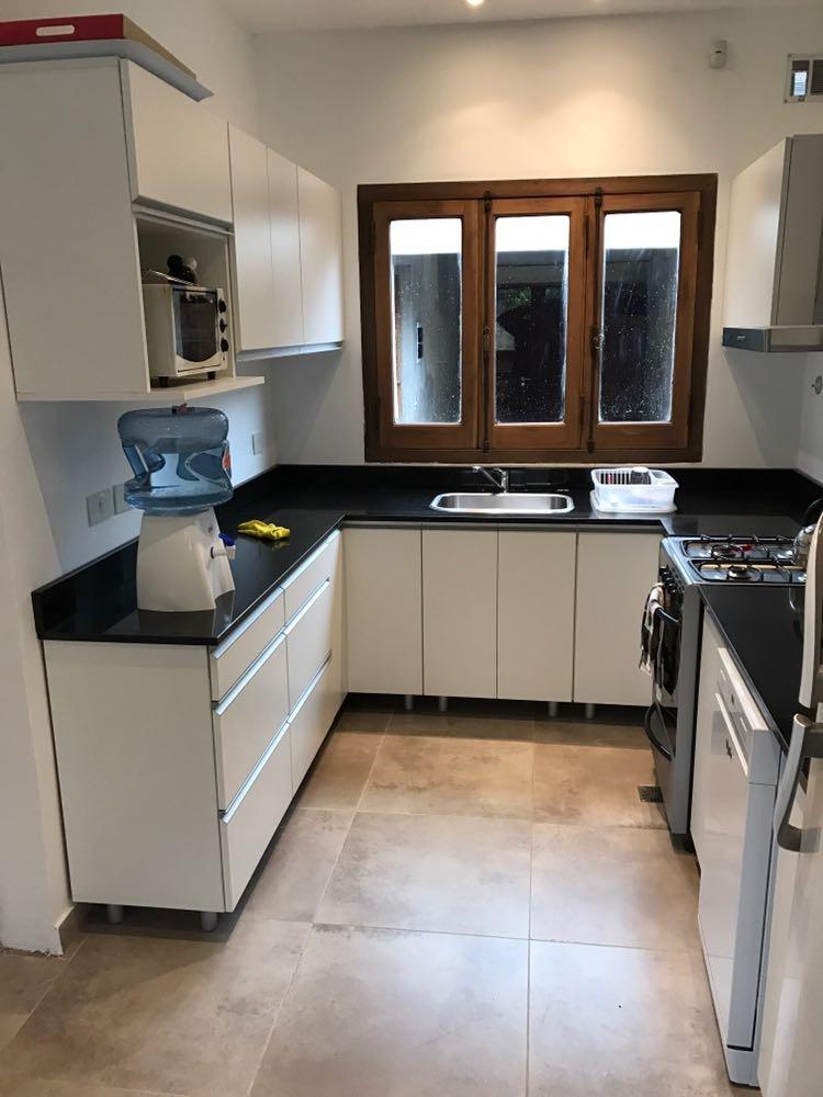 Mesadas amoblamiento de cocina muebles alacenas bajo for Muebles de cocina bajos