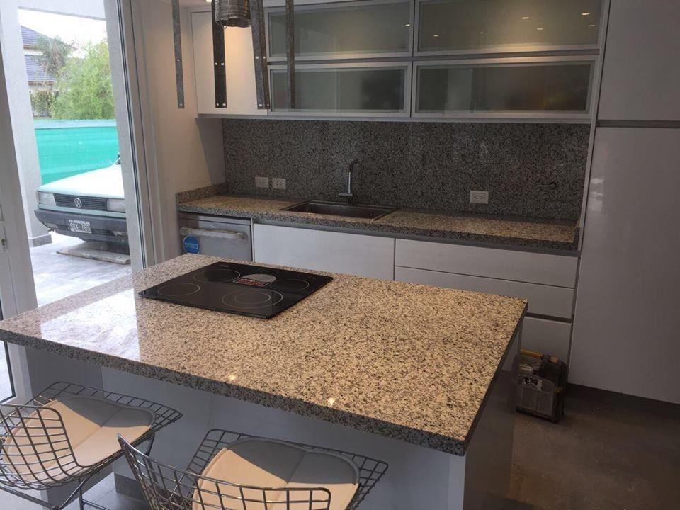 mesadas cocina marmoles granitos silestone bachas quartz