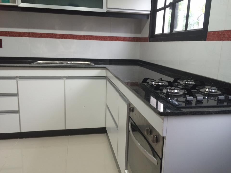 Mesadas de cocina en granito negro absoluto nacional for Mesadas para cocina