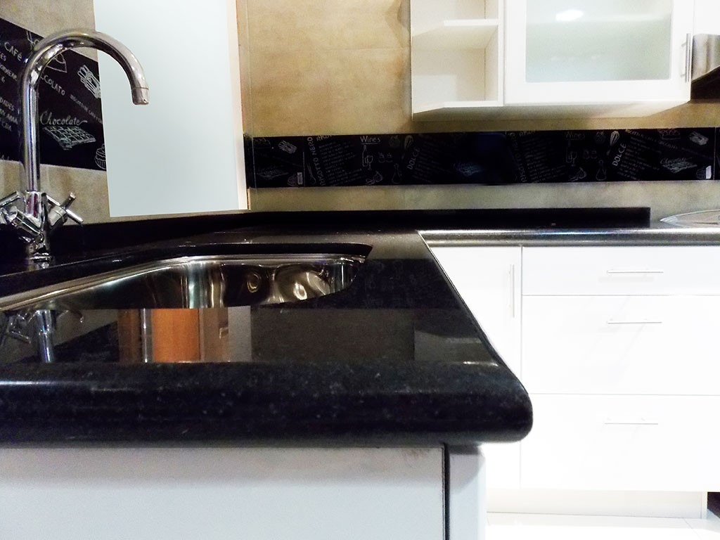 Mesadas de cocina en granito negro absoluto nacional for Granito para mesadas