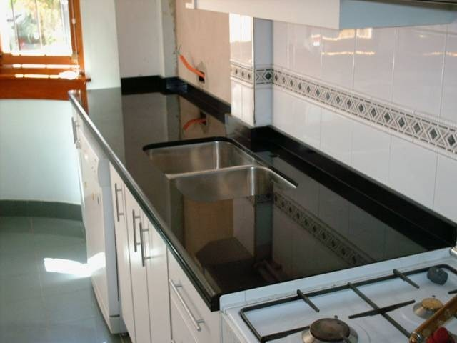 Mesadas de cocina en granito negro absoluto nacional for Precio mesada granito