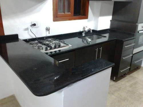 mesadas de cocina en granitos marmoles y silestone con bacha