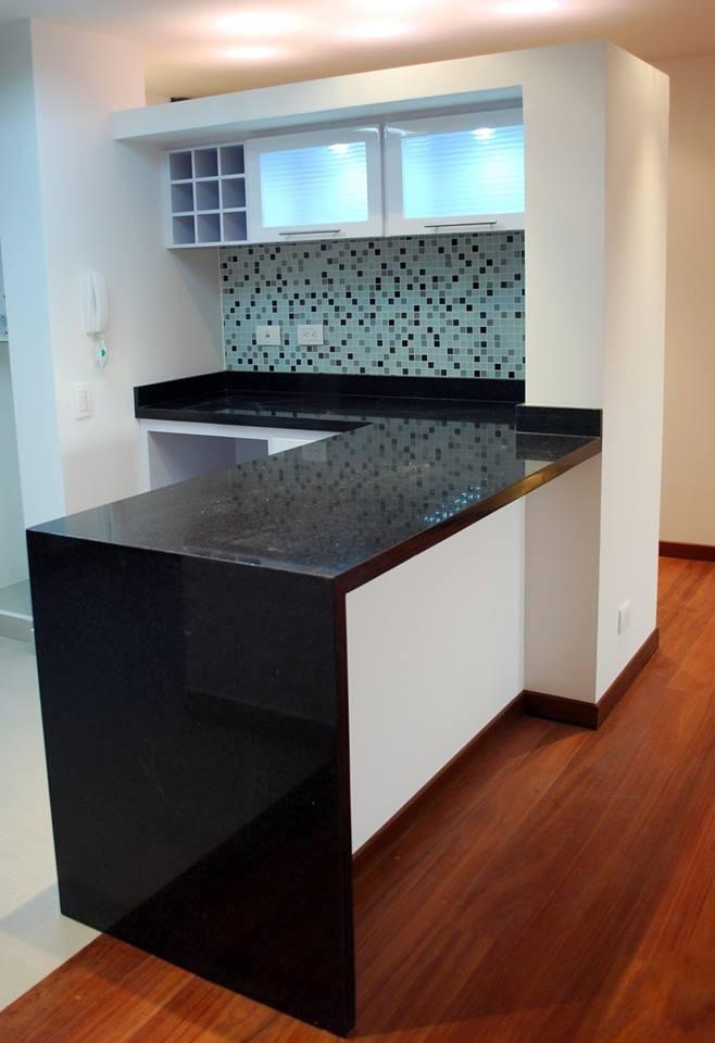 Mesadas para cocina en granito marmol silestone for Enchapes para cocina