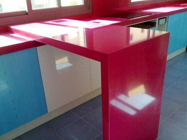 Mesadas para cocinas y ba os en silestone revestimientos for Panel de revestimiento para banos y cocinas